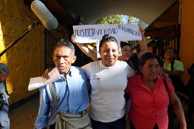 Teodora Vásquez abandona la cárcel