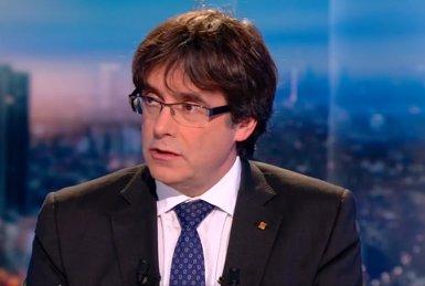 """Puigdemont acusa Rajoy de """"sobrealimentar"""" el nacionalisme espanyol i de voler dividir els catalans per la seva llengua (RTBF)"""