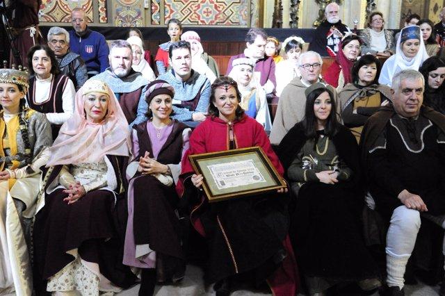 La consejera Mayte Pérez recibe el Premio Tirwal durante las Bodas de Isabel