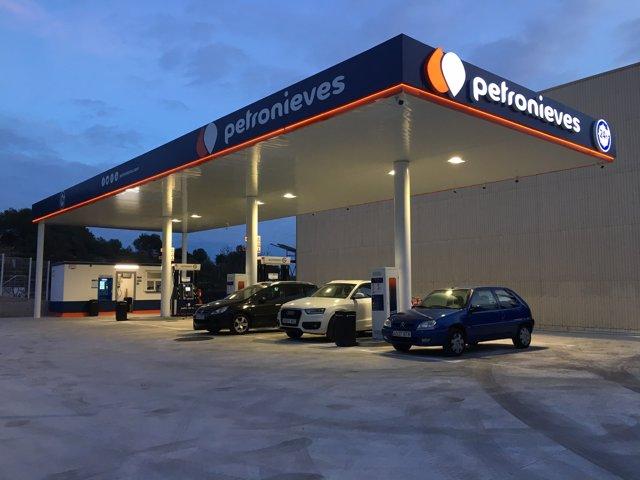 Petronieves