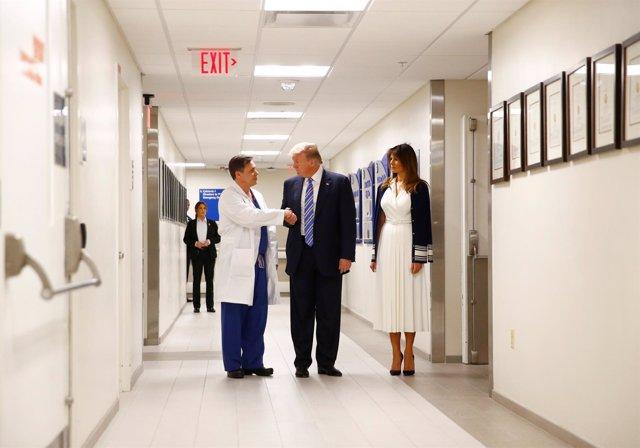 Donald Trump y Melania Trump visitan el hospital de las víctimas del tiroteo