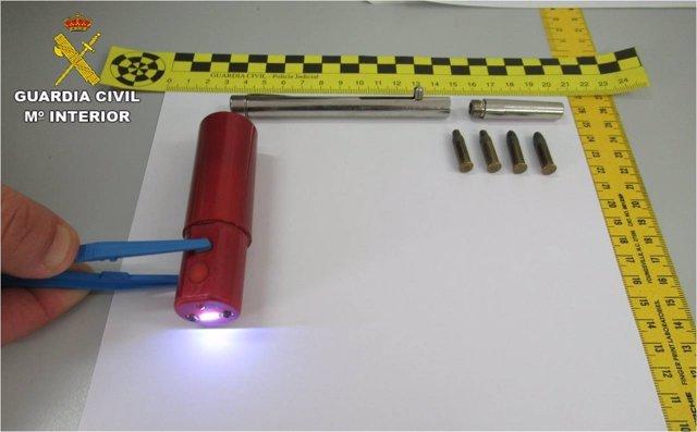 El bolígrafo-pistola intervenido por los agentes
