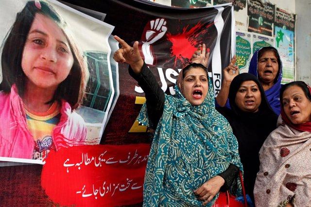 Protesta tras la violación y asesinato de Zainab, una niña