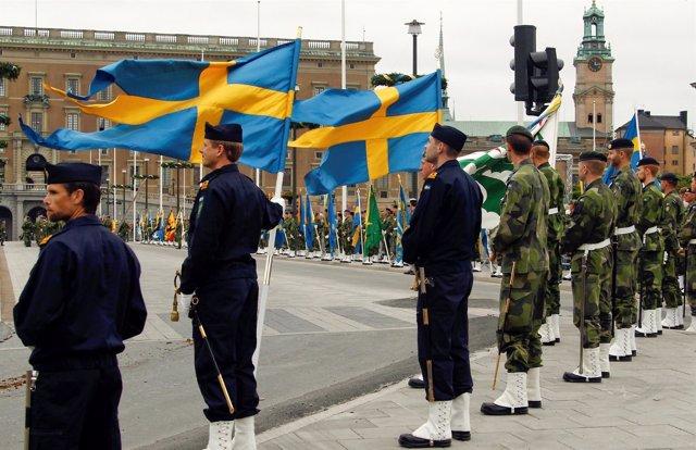 Militares suecos ante el Palacio Real