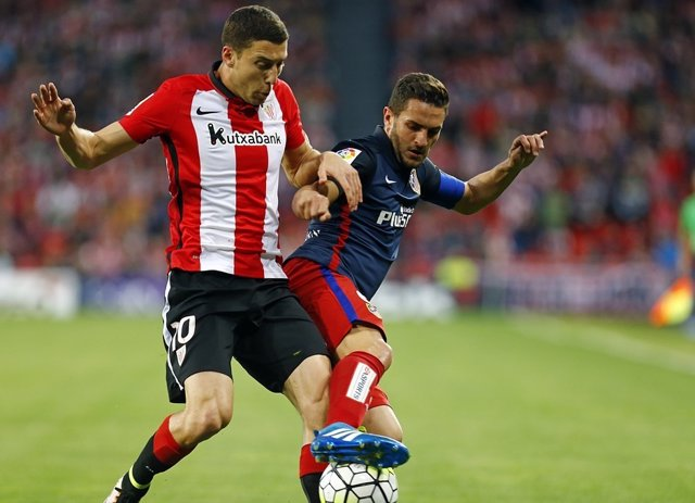 Koke y De Marcos en el  Athletic Club - Atlético de Madrid