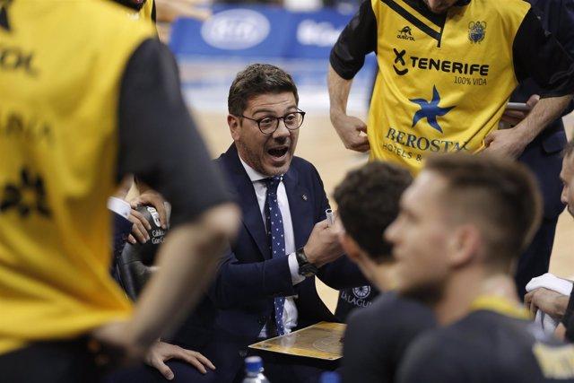 El entrenador del Iberostar Tenerife, Fotis Katsikaris