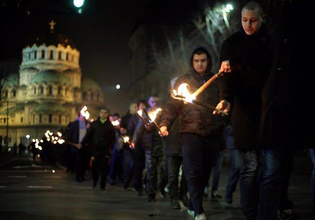 Marcha neonazi con antorchas en Sofía