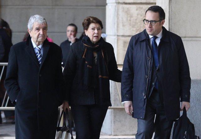 José Salgueiro y Magdalena Álvarez, a su llegada la Audiencia Provincial