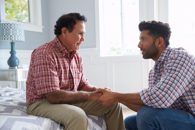 Cuidar a un familair con Alzhéimer puede afectar a la vida diaria