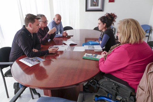 Np + Foto Reunión Con Agadi Plazas De Aparcamiento Para Personas Con Movilidad R