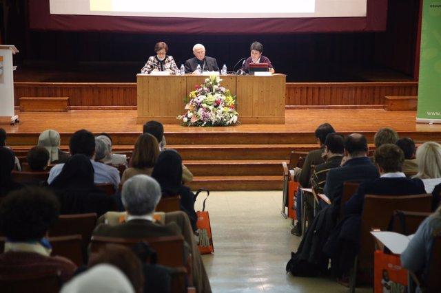 """(Avan Fotos) /// El Arzobispo Anima A Cientos De Profesores A """"Educar A Los Niño"""