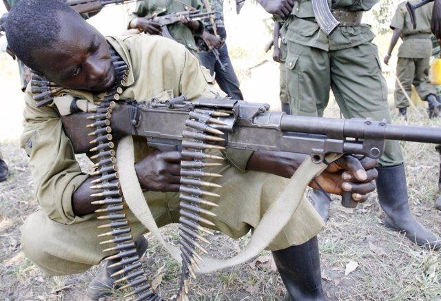 Un miliciano en la región de los Kivus