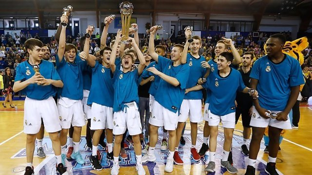 El Real Madrid conquista su sexta Minicopa consecutiva tras batir al Iberostar