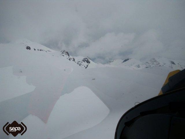 Rescate de una esquiadora en San Isidro.