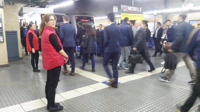 Pasajeros en la estación de Plaça Espanya