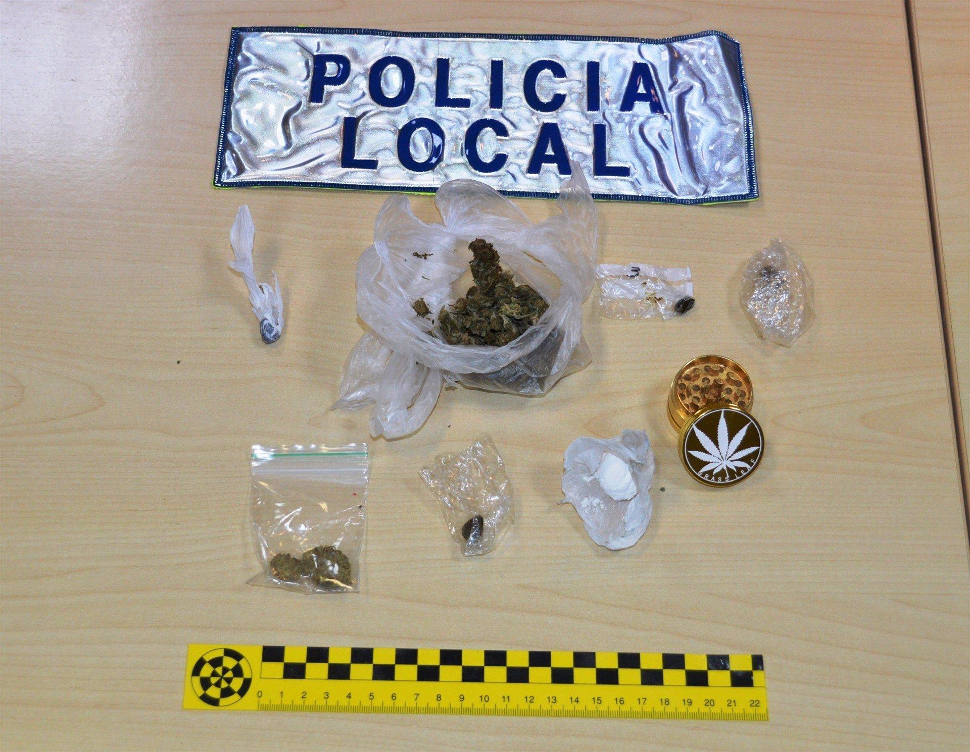La Policía interpone en Ibiza 12 denuncias por beber alcohol en la vía pública y 11 actas por drogas