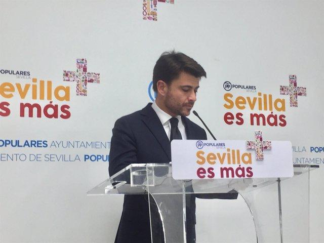 Portavoz del PP en el Ayuntamiento, Beltrán Pérez, en rueda de prensa