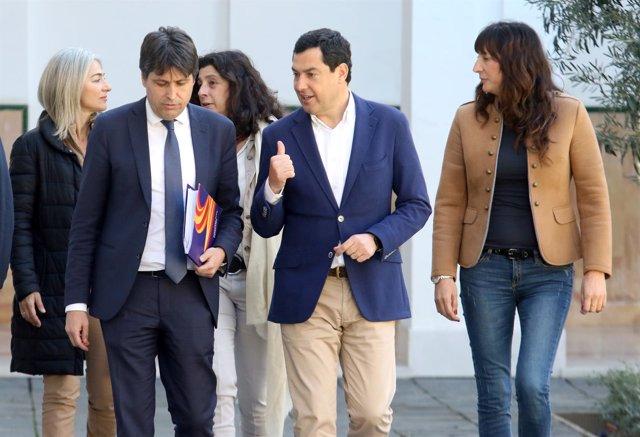 José Rosiñol junto a Juanma Moreno y Loles López