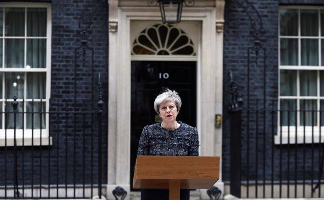 Theresa May frente a Downing Street