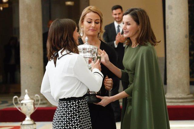 Lydia Valentín recibe el premio de la Reina Letizia