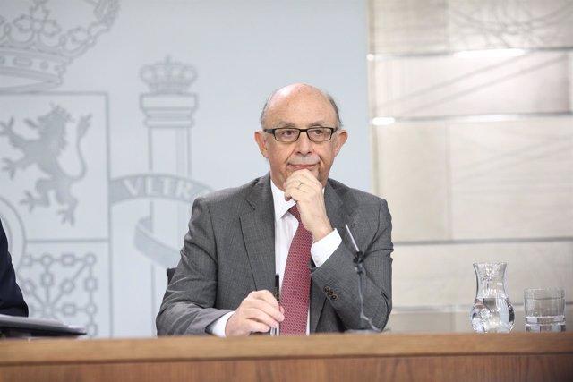 Rueda de prensa de Montoro tras el Consejo de Ministros