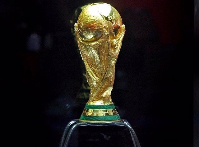 """Exposição """"Tour da Taça da Copa do Mundo"""", aberta nesta terça-feira, 20, no anfi"""