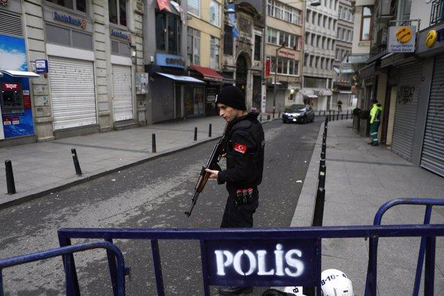 Policía en Estambul