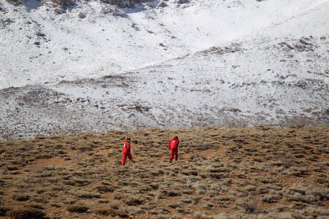 Equipos de emergencia y rescate en la zona donde se estrelló el avión iraní