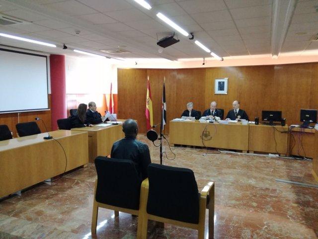 Juicio en Ceuta contra el padre del niño que metieron en una maleta