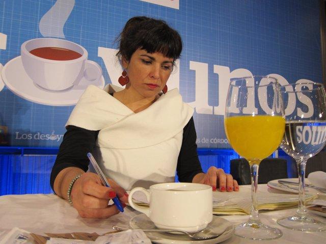 Teresa Rodríguez prepara su discurso