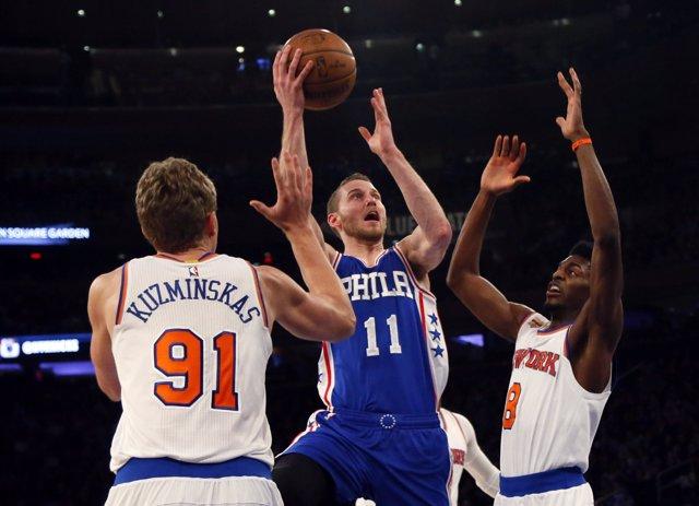 Feb 25, 2017; New York, NY, USA; Philadelphia 76ers center Tiago Splitter (11) d