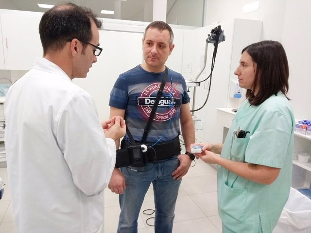 Paciente que porta el nuevo dispositivo de diagnóstico.