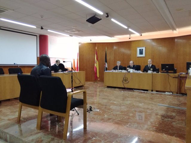 Juicio contra el padre del niño introducido en una maleta para entrar a Ceuta