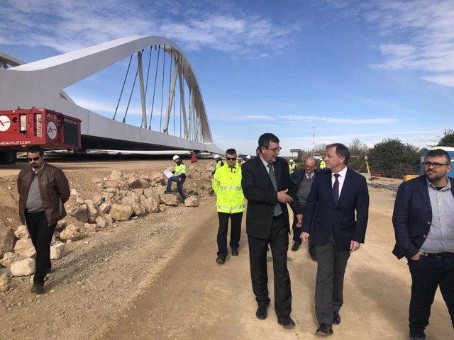 Inicio de la colocación del viaducto sobre el Júcar en variante Cullera-Favara