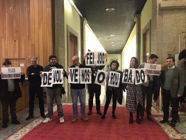 Protesta de sindicatos en el Parlamento de Galicia.