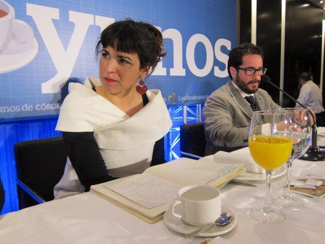 Teresa Rodríguez junto al parlamentario andaluz de Podemos David Moscoso