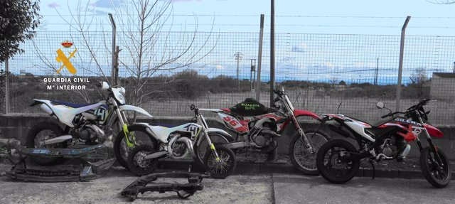 Motos recuperadas por la Guardia Civil.