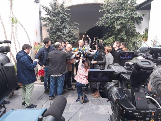 Camps atiende a los periodistas