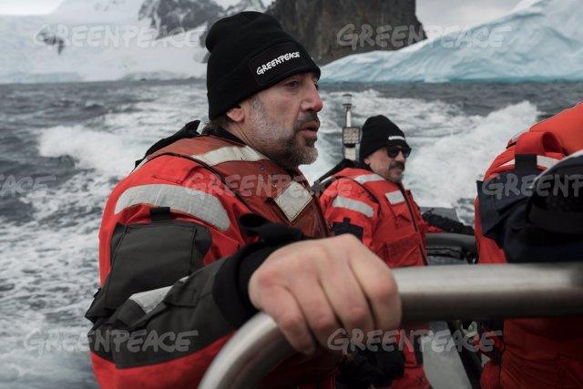 Javier y Carlos Bardem durante su expedición al Océano Antártico con Greenpeace