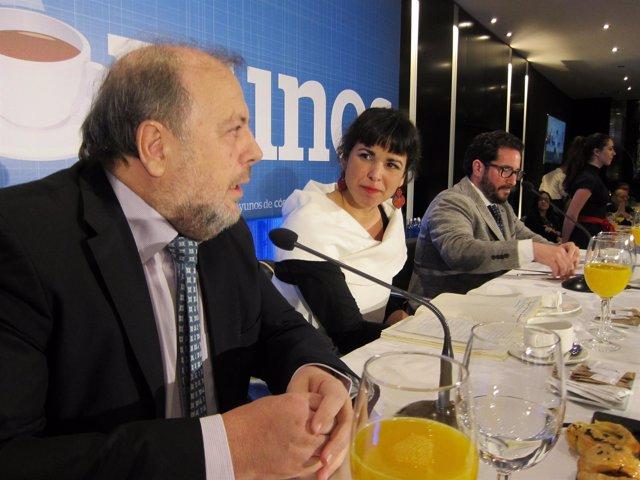 Rodríguez entre el director de Diario Córdoba y el parlamentario David Mosco