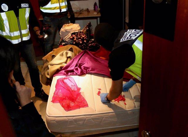 La Policía Nacional Detiene A Seis Personas Que Presuntamente Explotaban A Mujer