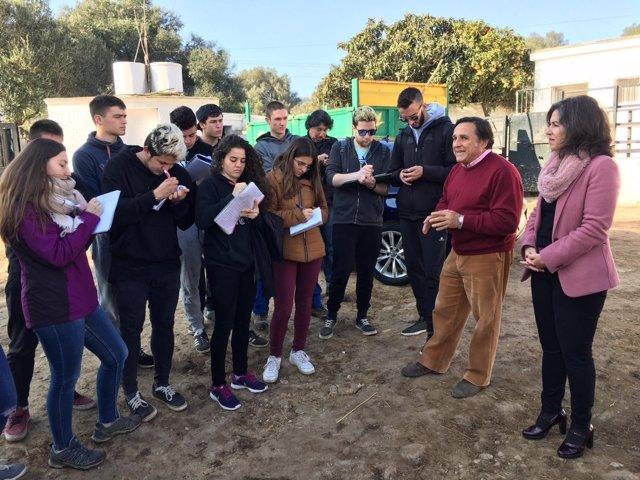 Estudiantes catalanes visitan el rebaño experimental de Diputación