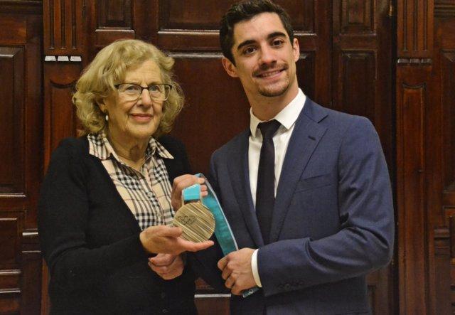 Carmena recibe al medallista olímpico Javier Fernández en El Ayuntamiento