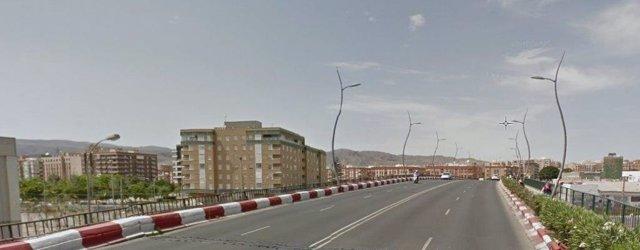 Puente de la Avenida del Mediterráneo en la ciudad de Almería