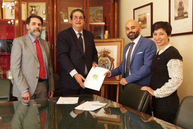 Firma del convenio del Colegio de Abogados de Sevilla y Andalucía Inclusiva
