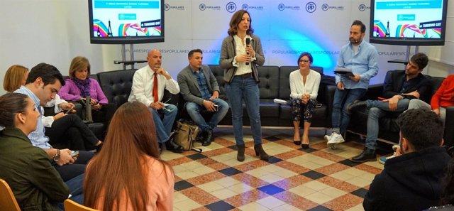 El PP mantiene un encuentro con empresarias de turismo LGTB