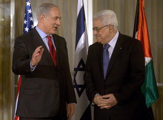 Netanyahu junto con el presidente de la Autoridad Palestina, Mahmud Abbas
