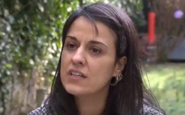 Anna Gabriel da una entrevista a la cadena de televisión RTS Info