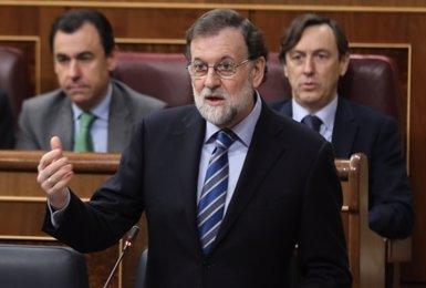 """Rajoy confirma la """"intenció de presentar"""" a la primavera els Pressupostos del 2018 per aprovar-los el mes de juny (EUROPA PRESS)"""