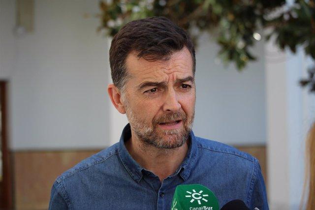 El coordinador general de IULV-CA, Antonio Maíllo, ante los medios